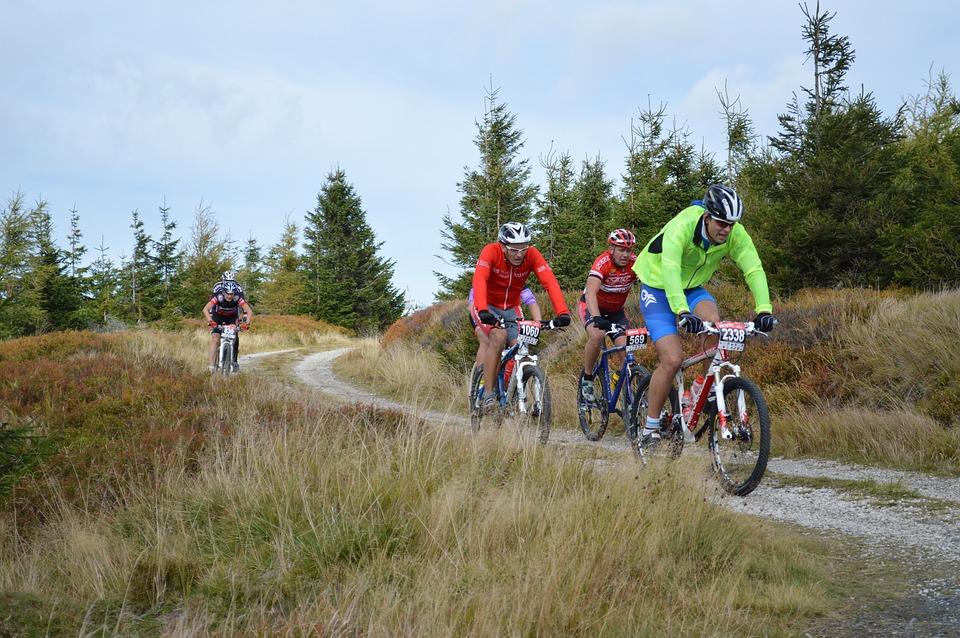 Góry Izerskie atrakcyjne na wędrówki i kolarstwo górskie